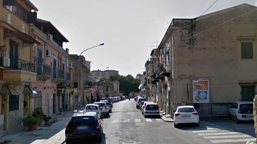 Palermo, lasciano i cani sotto il sole: denunciati i proprietari