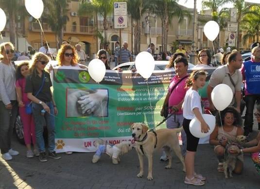 Cuccioli uccisi a Floridia, corteo per dire no alle violenze contro gli animali