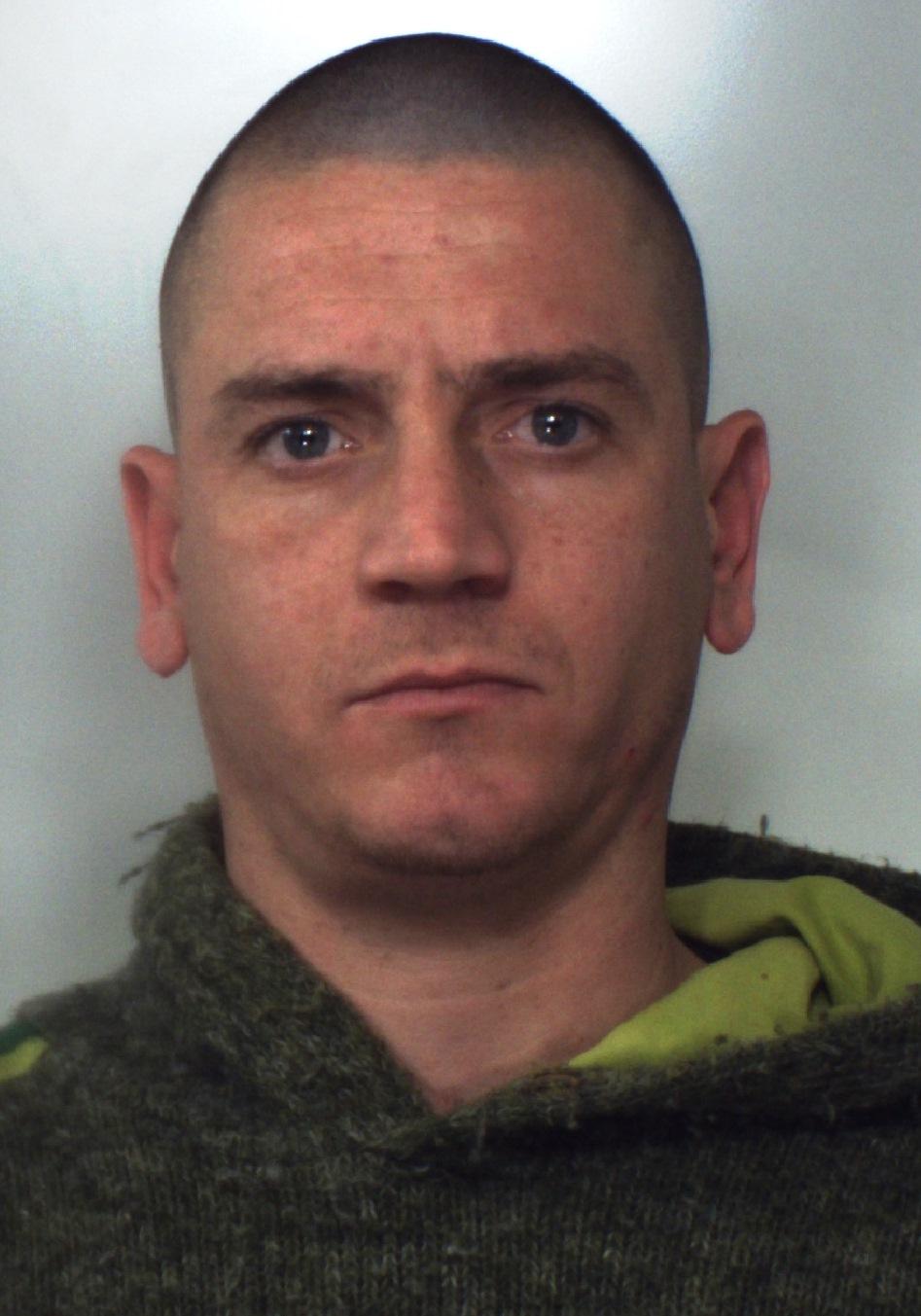 Acireale, aveva in casa 300 grammi di marijuana e una pianta: arrestato