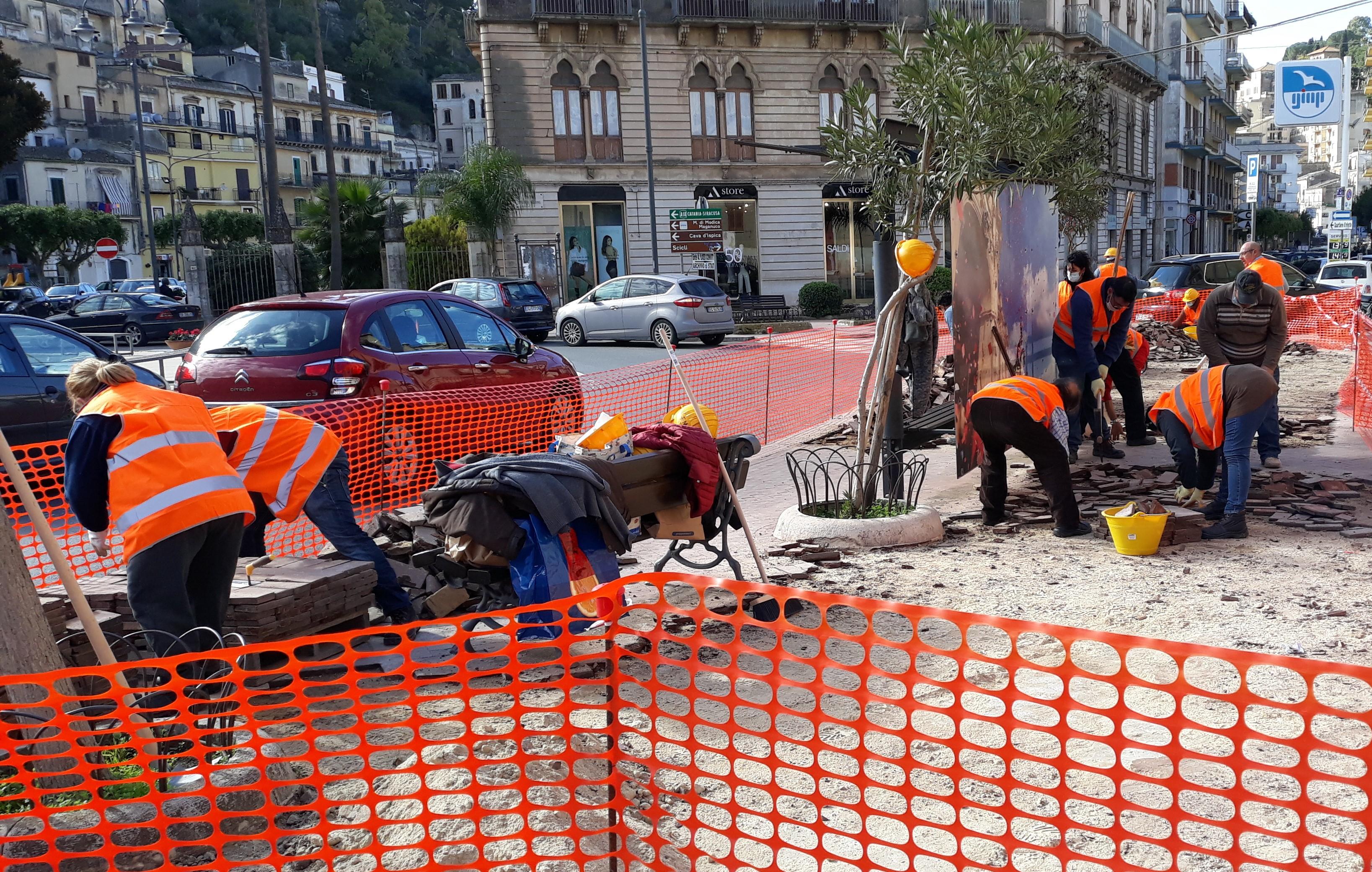 Modica, in piazza Rizzone al via il cantiere per sostituire pavimentazione