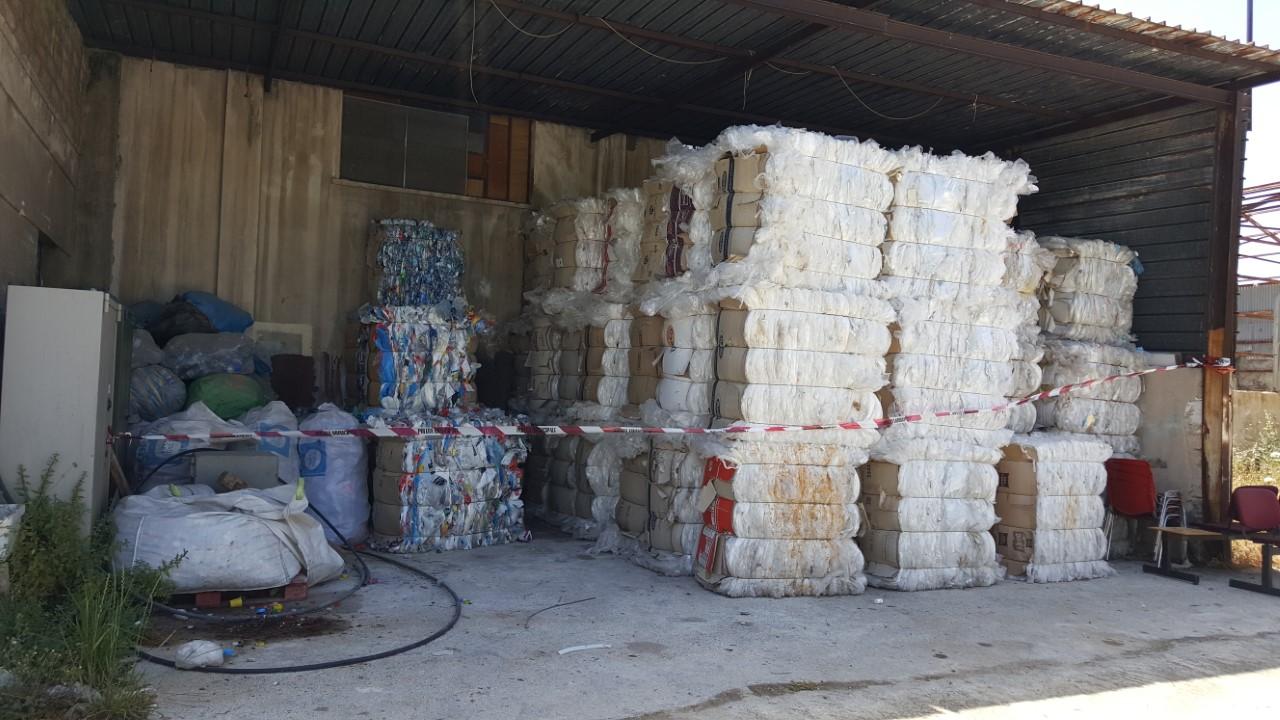 Abusivismo a Siracusa, la polizia municipale sequestra due capannoni