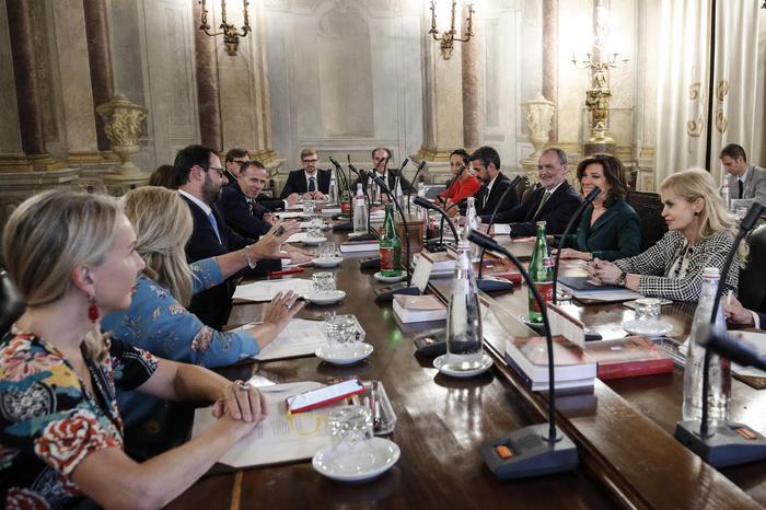 La crisi del governo, domani si riunisce il Senato per il calendario