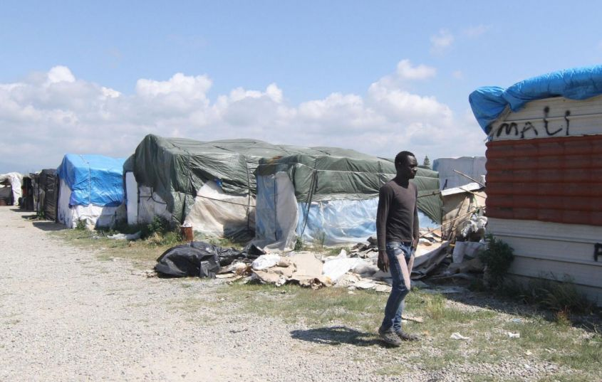 Caporalato, sfruttamento di lavoratori migranti: 14 arresti nel Cosentino