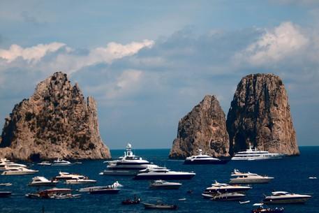 Assenteismo a Capri, otto misure cautelari per dipendenti dell'ospedale Capilupi