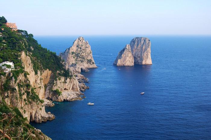 Fa i bisogni in strada a Capri, multato un turista napoletano