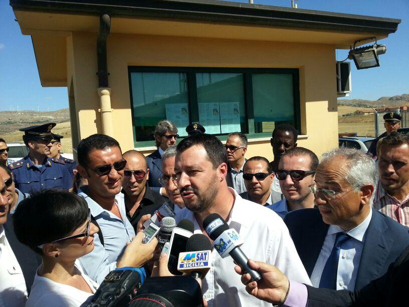 """Meno oneroso e affollato il Cara di Mineo, Salvini:""""Va chiuso"""""""