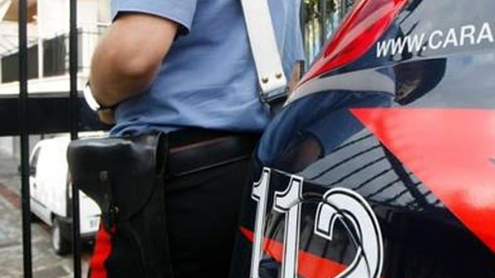 Botte alle 3 figlie ancora in tenera età: arrestata a Palermo