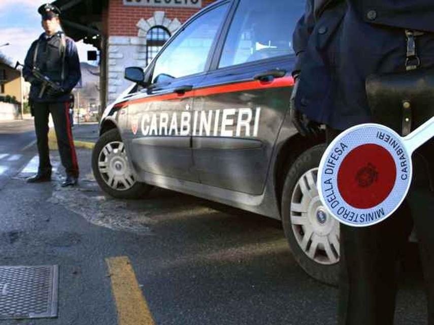 Favara, alla vista dei carabinieri abbandonano autocarro  rubato in campagna