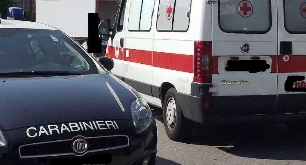 Avola, si fa male cadendo dalle scale: lo soccorrono i carabinieri
