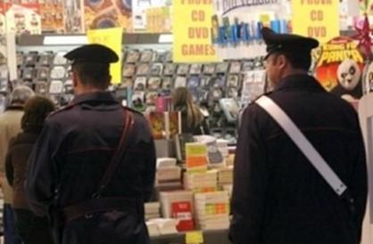 Rubavano capi di abbigliamento al Conforama di Melilli, tre arresti