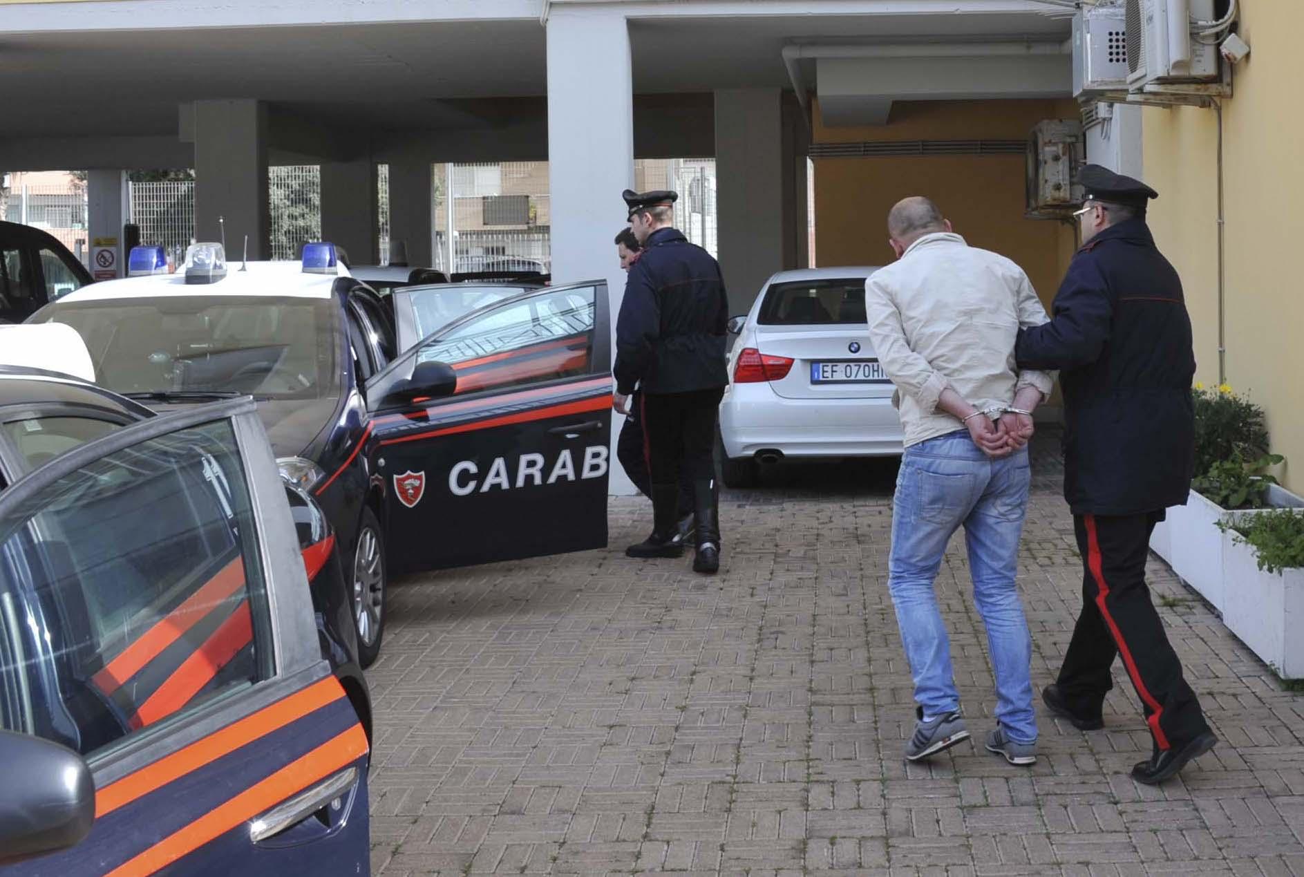 Inchiesta della Dda su armi e droga: 13 arresti a Taranto