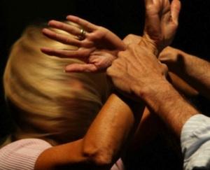 Siracusa, maltrattamenti in famiglia: finisce agli arresti domiciliari