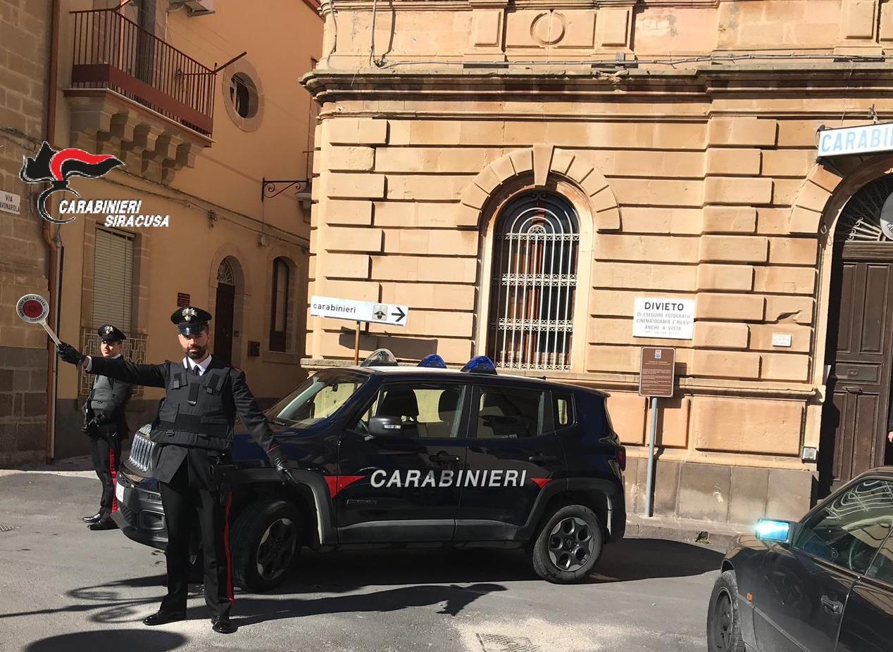 Francofonte, minacce gravi ai carabinieri: denunciato a piede libero