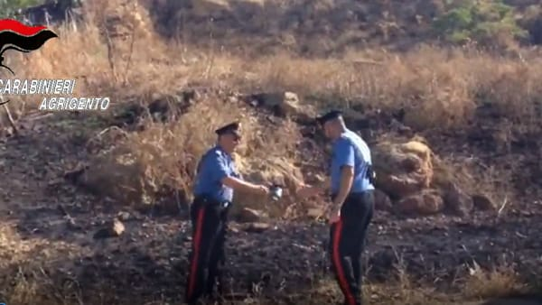 Scoperto piromane mentre è in azione, arrestato al cimitero di Naro