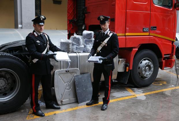 Marijuana, sequestrati 500 chili a Torre Annunziata