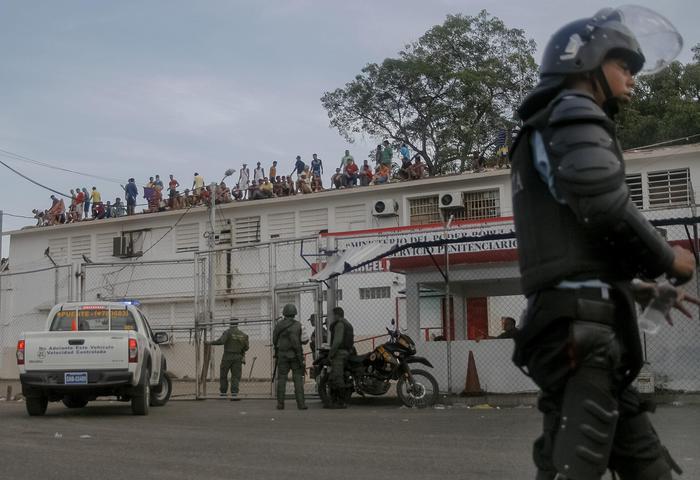Rivolta in carcere in Venezuela, almeno trenta morti e 19 poliziotti feriti