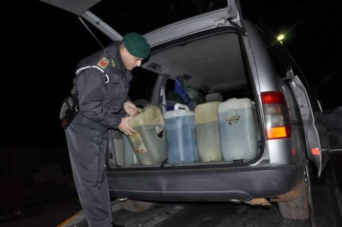 Truffe: vasto traffico di carburante nel Messinese, 9 denunciati