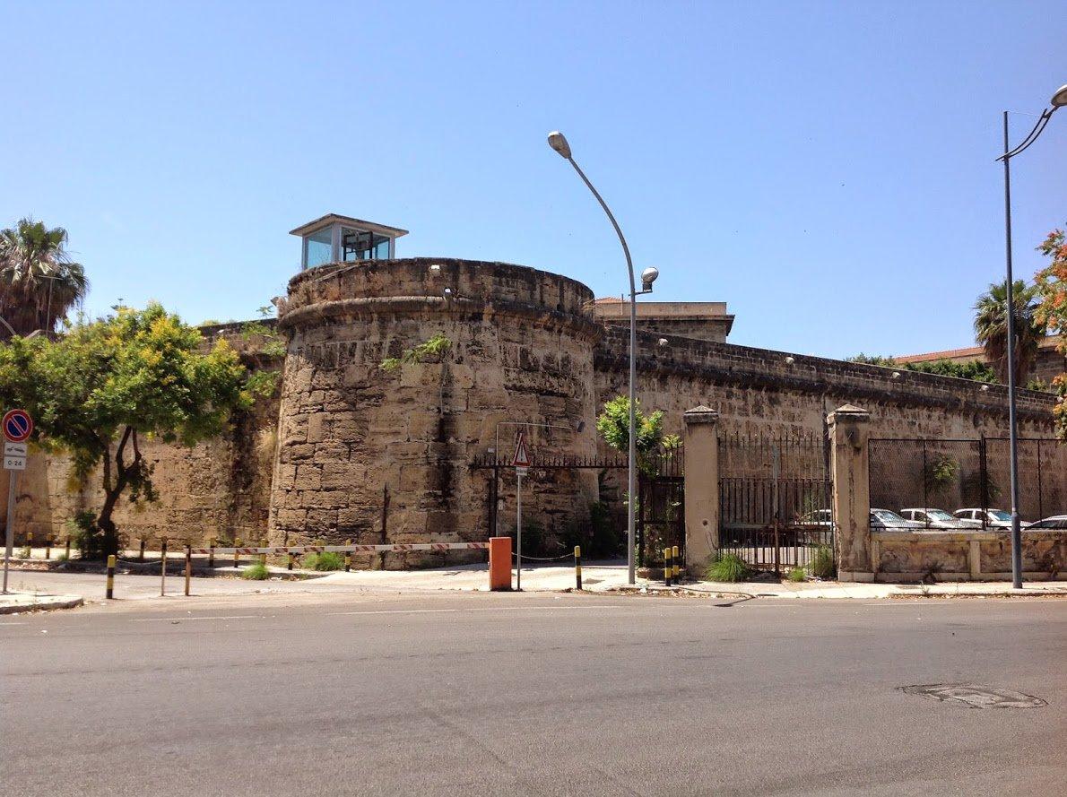 Carceri: stato d'agitazione in Sicilia, presidio all'Ucciardone