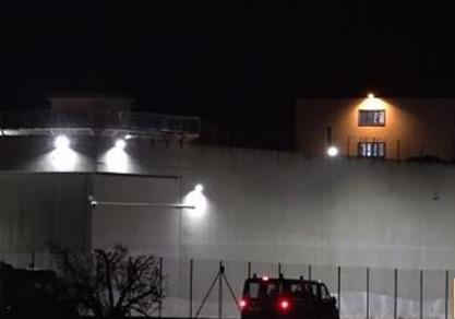 Siracusa, detenuto prende a colpi di sgabello due agenti penitenziari
