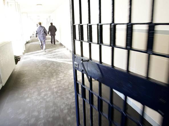 Droga e cellulari nel carcere di Rebibbia, 9 arresti