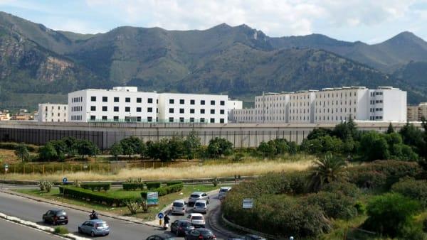 Palermo, nei permessi comprava  la droga e poi la rivendeva ai detenuti