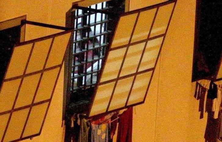 Rivolta nel carcere di Agrigento, materassi in fiamme: agenti intossicati