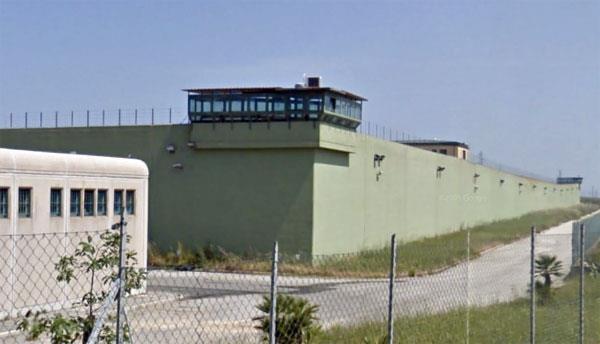 Carceri, agente penitenziario aggredito a Vibo Valentia: protesta detenuti per insufficienza frigoriferi