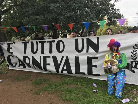 Ironia dei tifosi del Palermo in uno striscione: