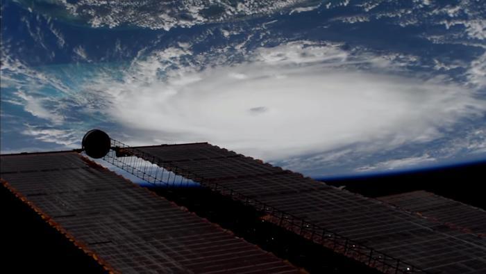 Uragano Dorian, il governatore del South Carolina ordina l'evacuazione di tutta la costa
