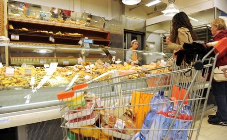 L'inflazione rallenta ancora: ad aprile +0,5%