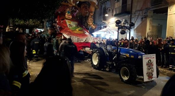 Sangue sul Carnevale di Sciacca, morto bimbo di 5 anni schiacciato da un trattore