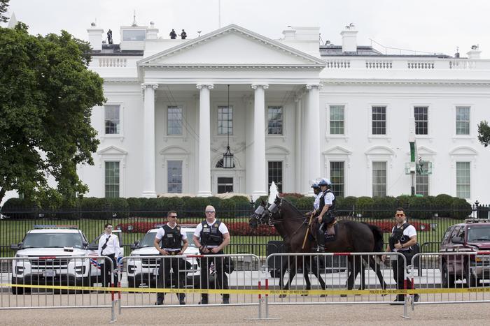 Violenti scontri davanti la Casa Bianca per la festa del 4 luglio