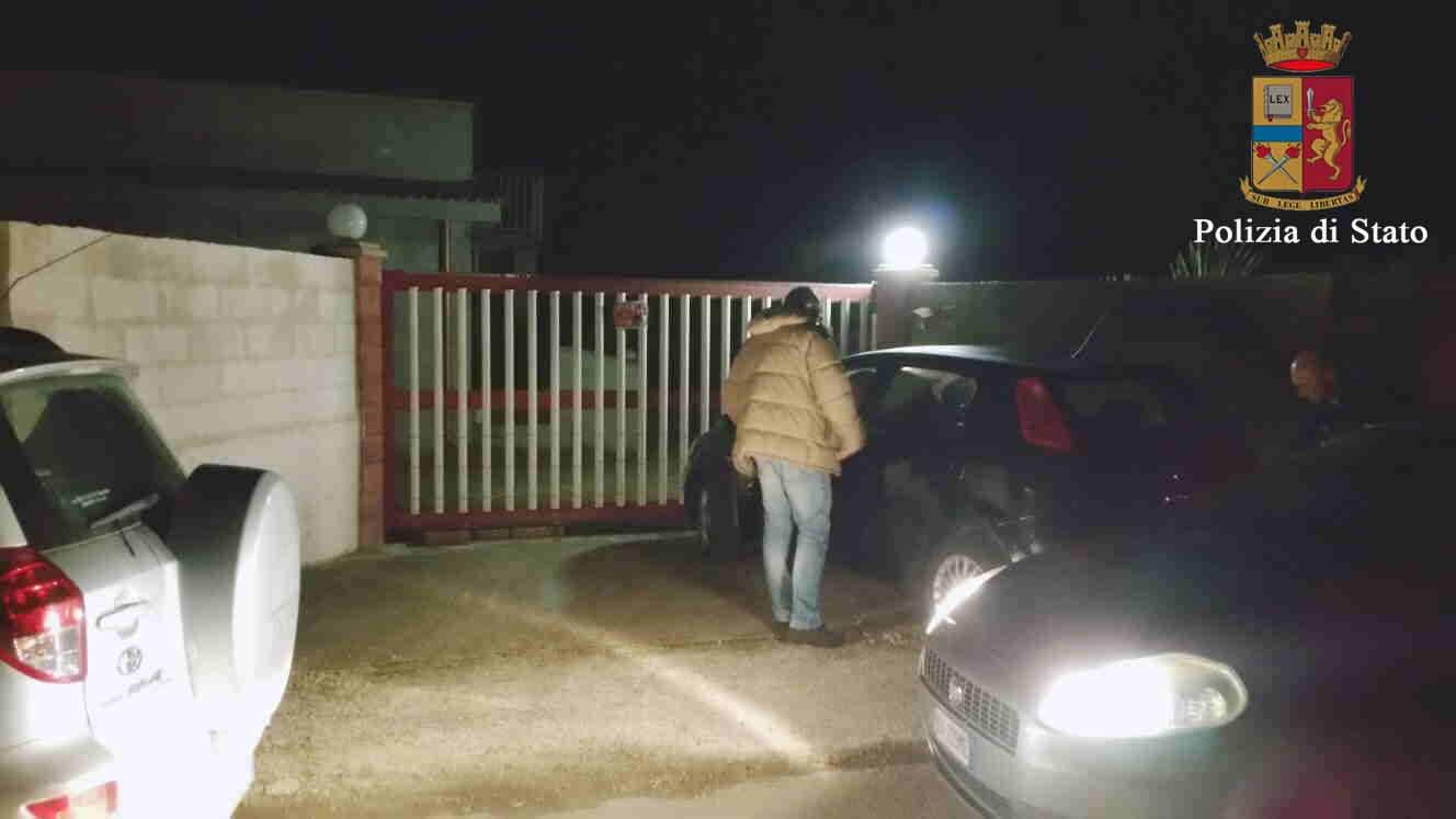 Pozzallo, scoperta casa a luci rosse nell'abitazione di un pensionato