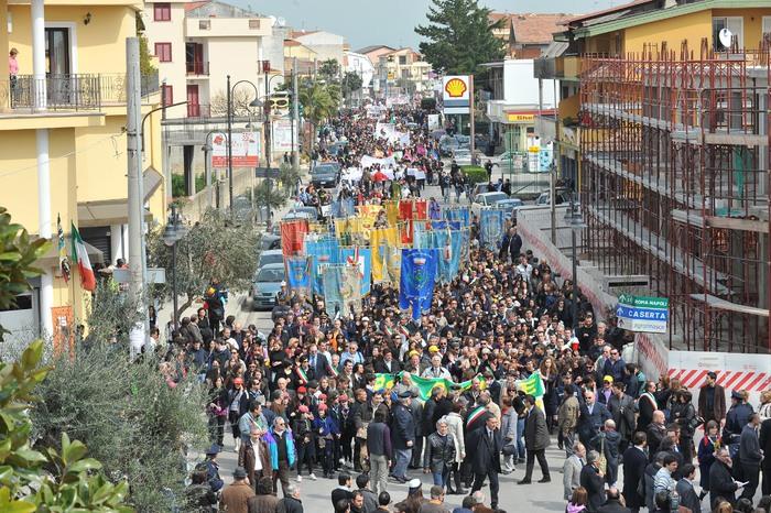 In quindicimila in marcia a Casal di Principe per ricordare don Diana