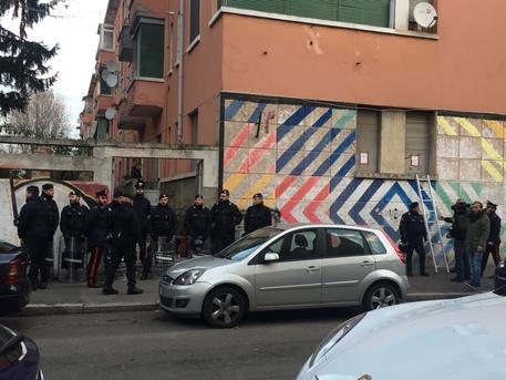 Case popolari occupate abusivamente a Milano, nove arresti