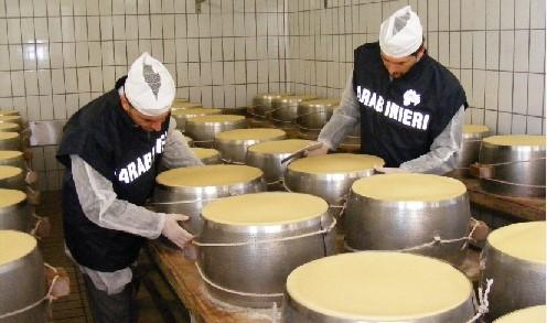 In garage producevano formaggi, denunciati coniugi di Francofonte