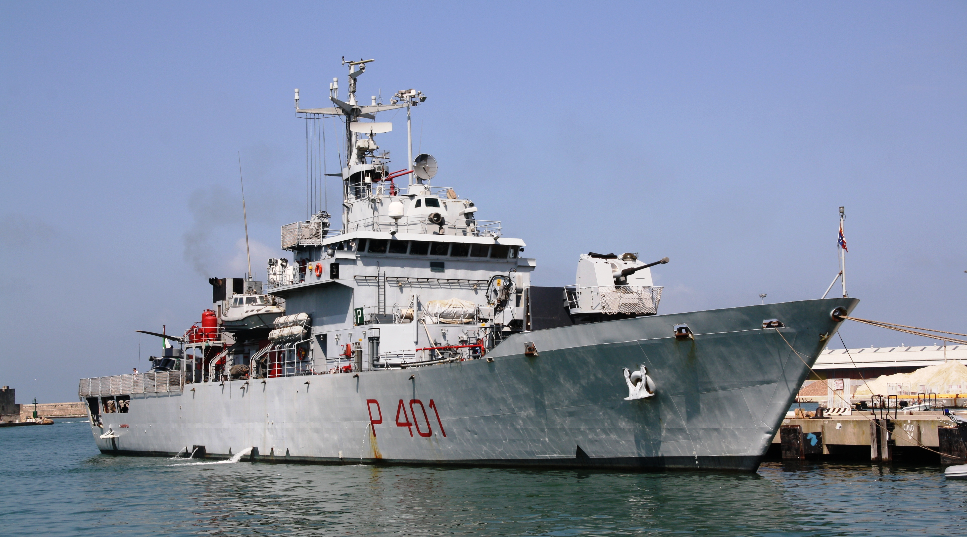 Arrivata al porto di Pozzallo la nave della Marina 'Cassiopea' con 29 migranti