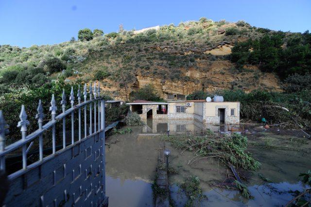 La villa della morte abusiva a Casteldaccia, indagati i proprietari