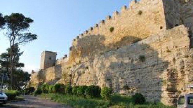 Enna, terrapieno attorno al Castello di Lombardia: esplode la polemica