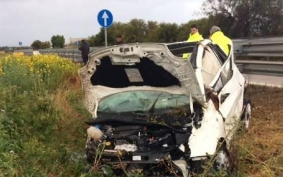 Con l'auto contro un cuspide del guardarail, morta a Castelvetrano