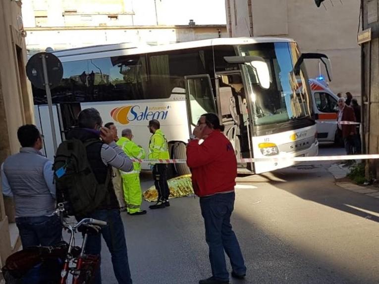 Investita da un autobus, novantenne muore a Castelvetrano