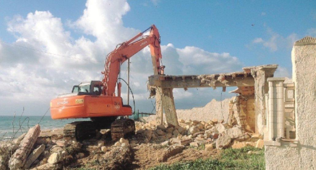 Immobili da demolire a Triscina, in 50 ricorrono alla Corte Europea