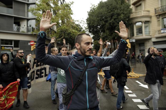 Violenze sul voto in Catalogna: quasi mille feriti