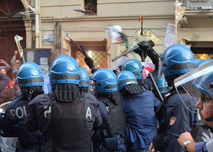Catania, guerriglia e scontri alla Festa dell'Unità: due  fermati