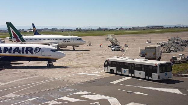 Etna, operatività ridotta all'aeroporto di Catania