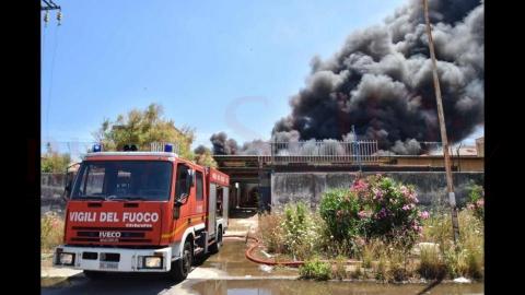 """Area industriale di Catania, """"troppi incendi"""": il caso finisce al Parlamento"""