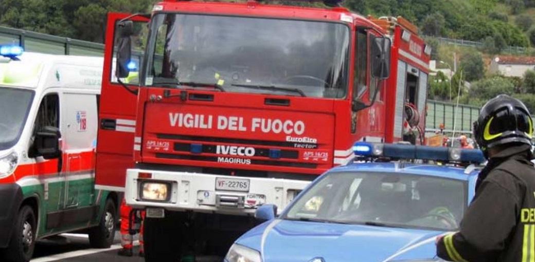 Catania, bimbi in trappola in una casa in fiamme: salvati