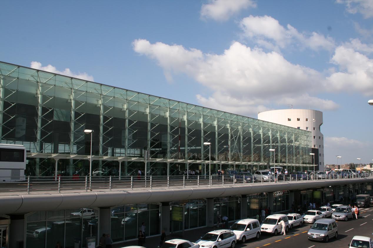 Catania, controlli in aeroporto: numerose denunce per porto d'armi