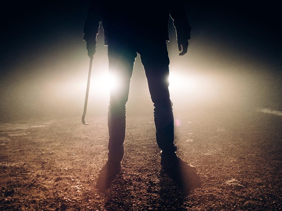 Catania, picchia la compagna con un bastone e la minaccia di morte