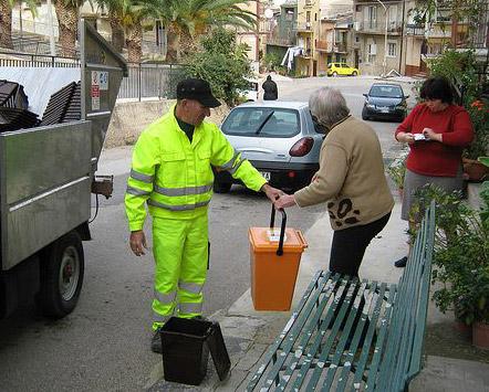 Catania, ritiro rifiuti: sì al servizio, ma cambia l'orario per San Silvestro